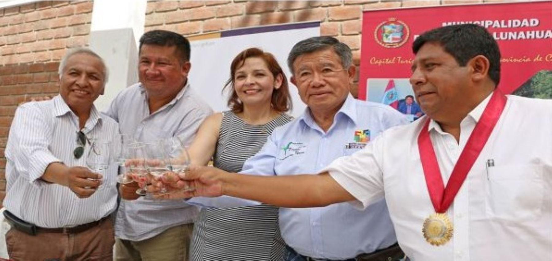 Con el propósito de elevar la producción de vinos y piscos en el distrito de Lunahuaná, provincia de Cañete, con fines de exportación, el Gobierno Regional de Lima acordó establecer una relación de cooperación con diversas instituciones públicas y el sector privado.