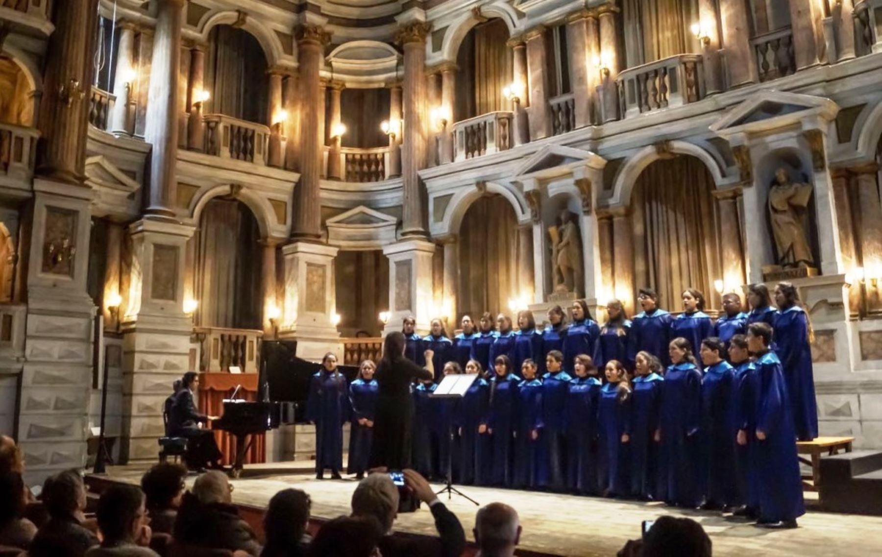 Niños peruanos interpretaron canciones en ashaninka y shipibo en teatro de Italia. Foto: ANDINA/Difusión.
