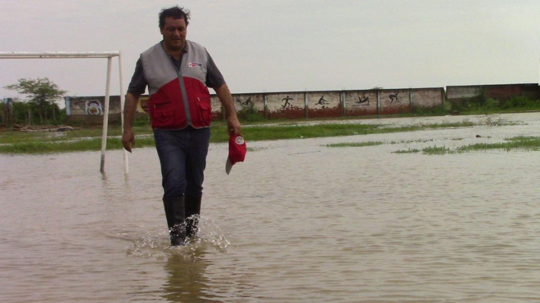 Intensas lluvias se registran desde inicios de la semana en Tumbes y otras regiones del país, lo que ha provocado inundaciones y daños a varios colegios, locales y viviendas en general.