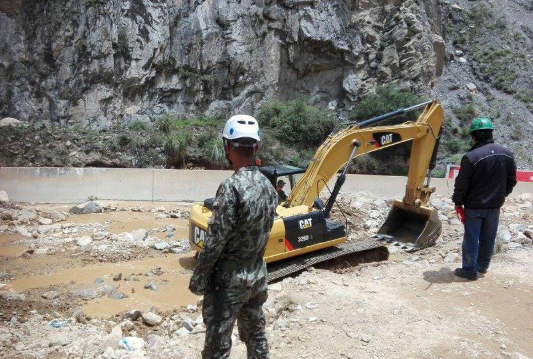 El Comando Conjunto de las Fuerzas Armadas y sus diversos Comandos Operacionales despliegaron personal militar en las zonas afectadas por inundaciones y huaicos en diversos puntos del país, a consecuencia del fenómeno El Niño. Difusión