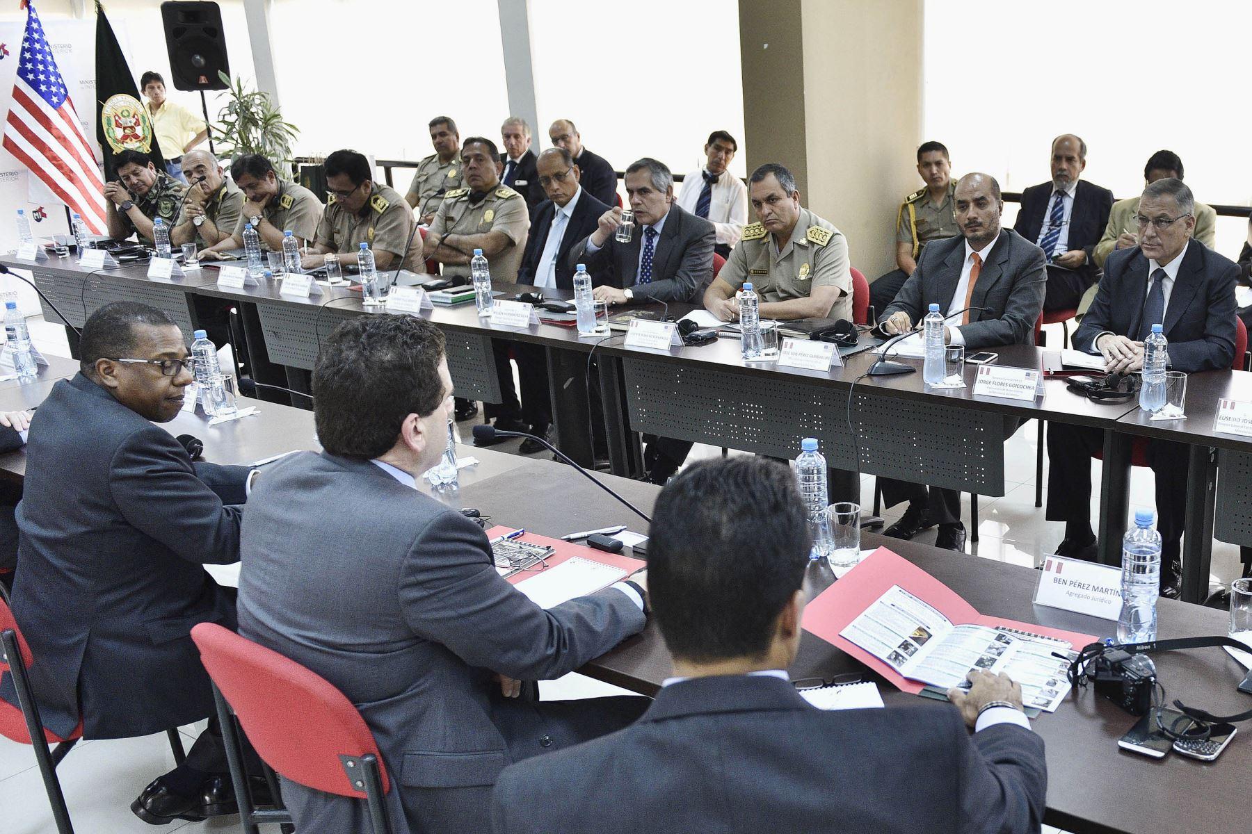 Titular del Interior y toda la plana policial se reunió con embajador de EE. UU. Foto: Mininter