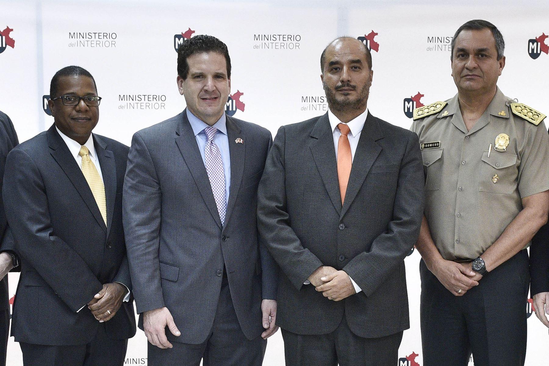 Titular del Interior y toda la plana policial se reunió con embajador de EEUU. Foto: Mininter