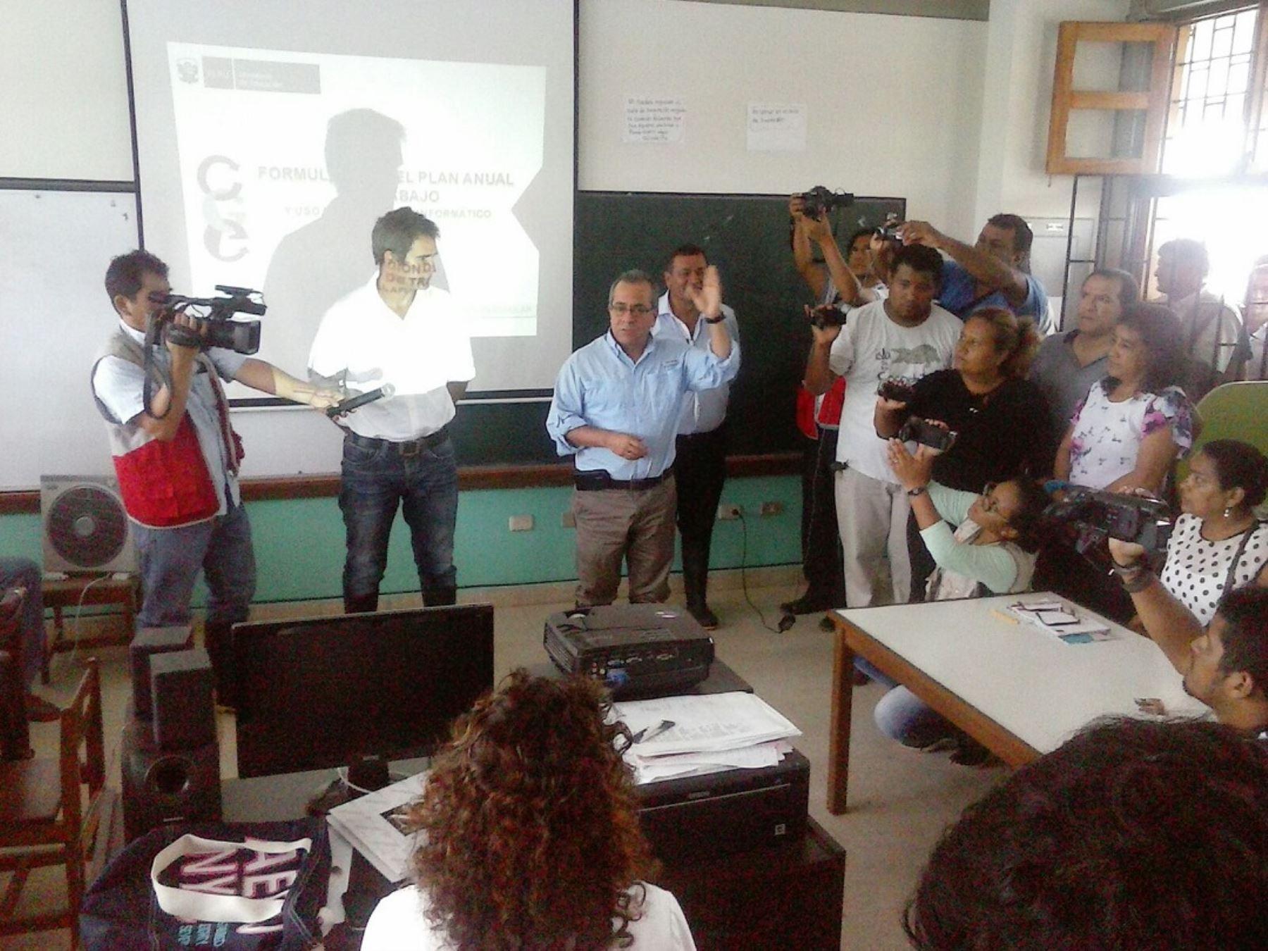 Ministro de Educación, Jaime Saavedra, visita colegios en Tumbes antes del inicio del año escolar, el próximo 14 de marzo.