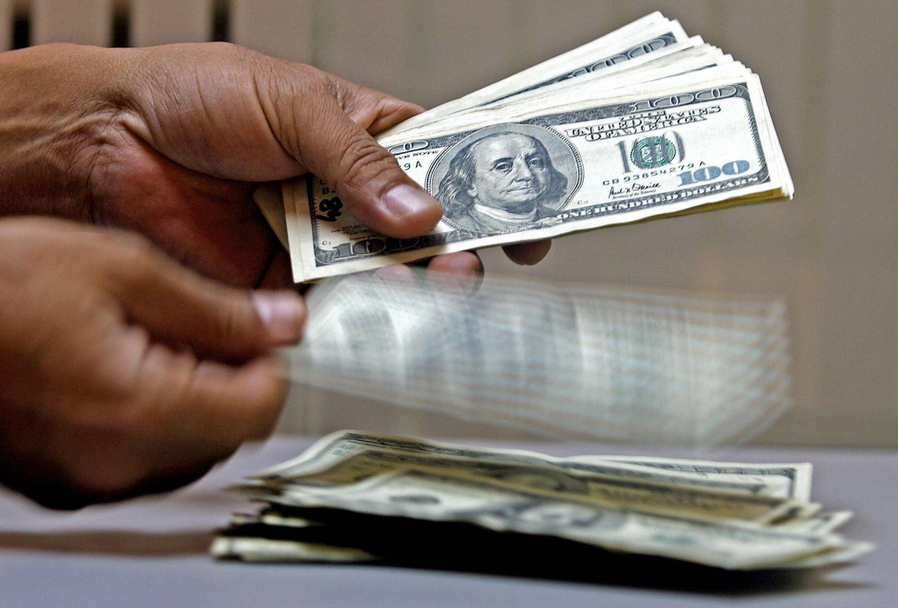 dolar-sube-en-la-apertura-contagiado-por-comportamiento-regional