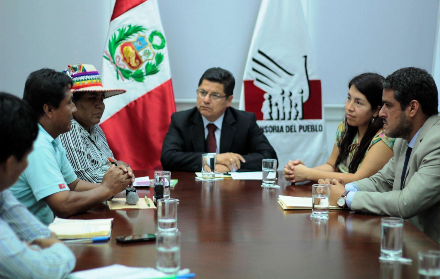 Defensor del Pueblo, Eduardo Vega, se reunió con representantes de organizaciones indígenas.
