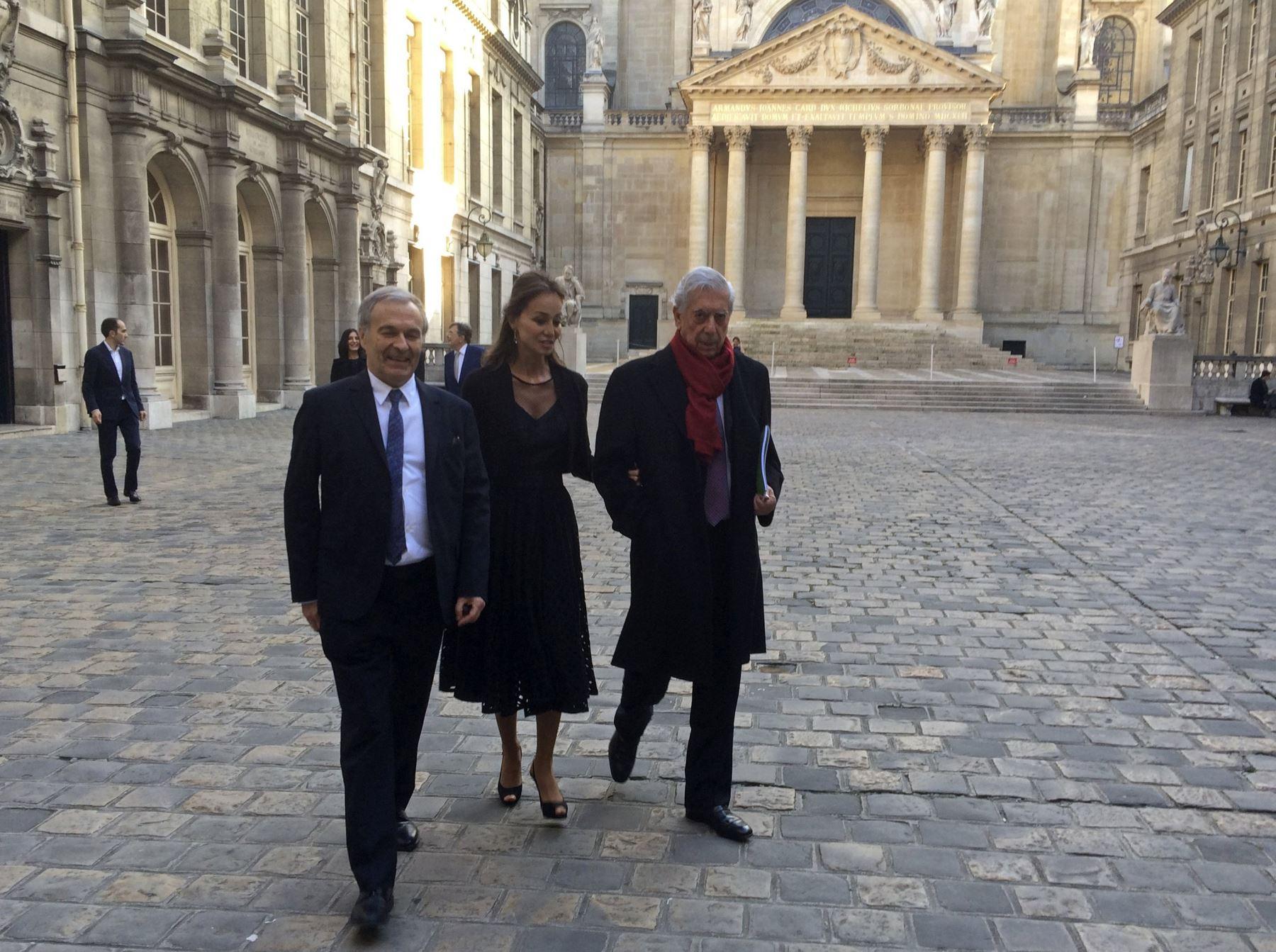 Universidad parisina La Sorbona rinde homenaje a Mario Vargas Llosa. Foto: EFE