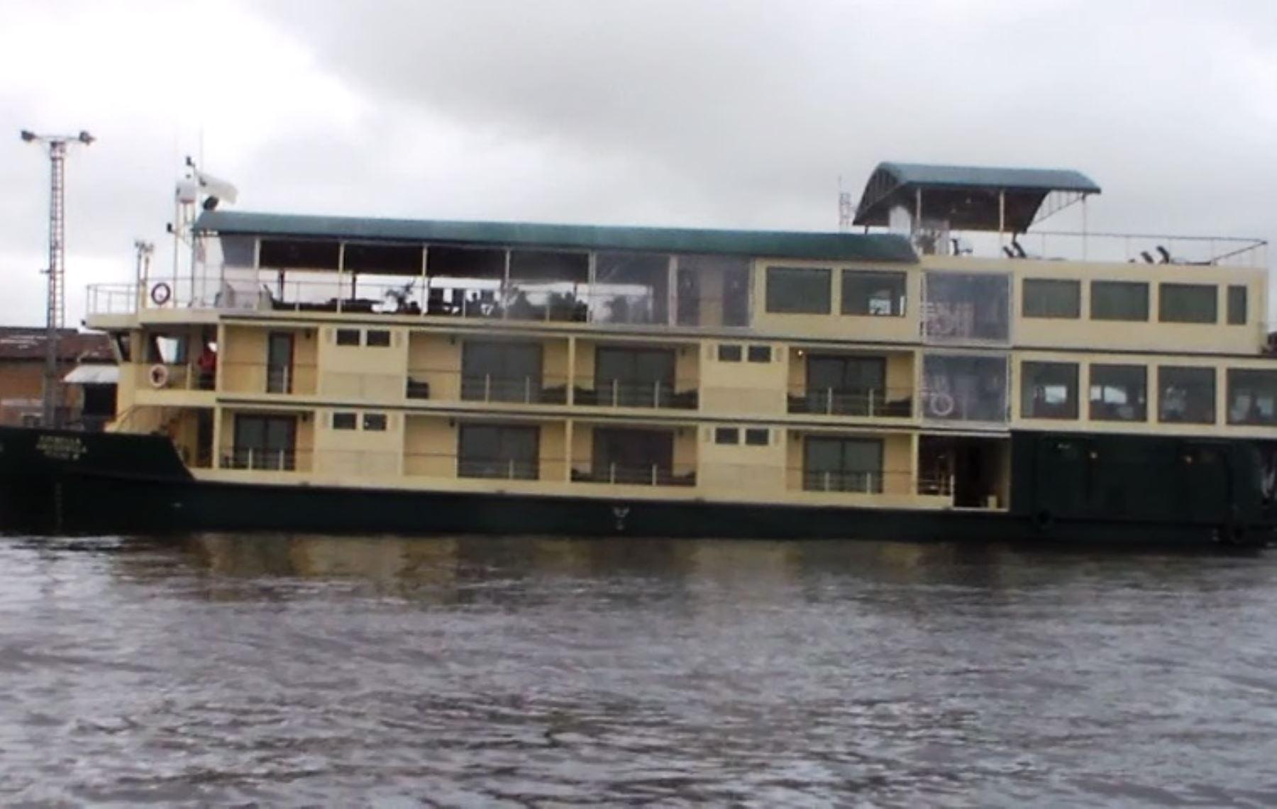 Crucero Estrella amazónica donde se reportó un incendio cuando surcaba el río Amazonas, en Loreto, que originó la muerte de dos turistas de nacionalidad estadounidense. ANDINA