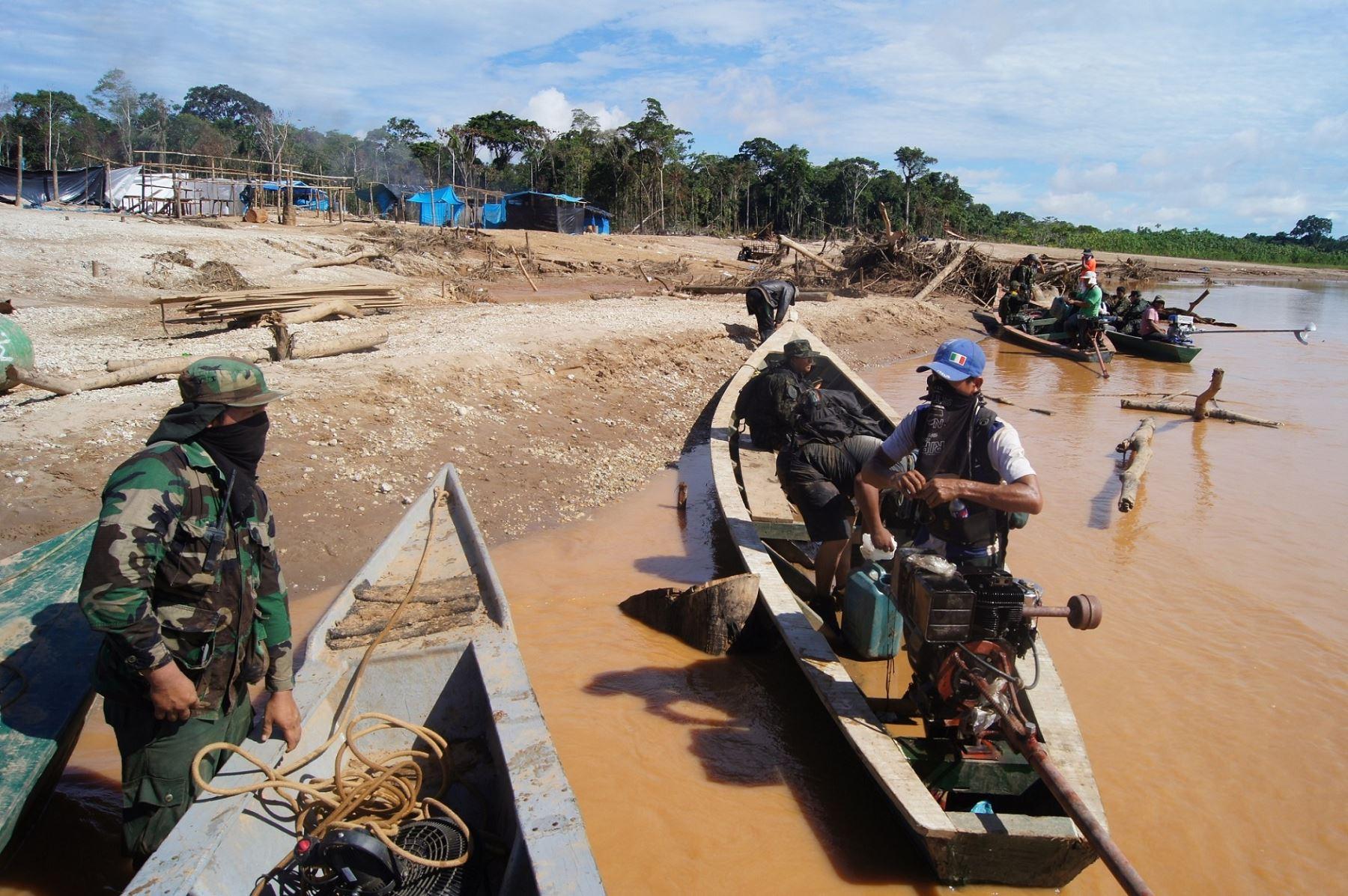 Presencia de las Fuerzas Armadas para combatir la minería ilegal en la reserva de Tambopata ya es permanente.