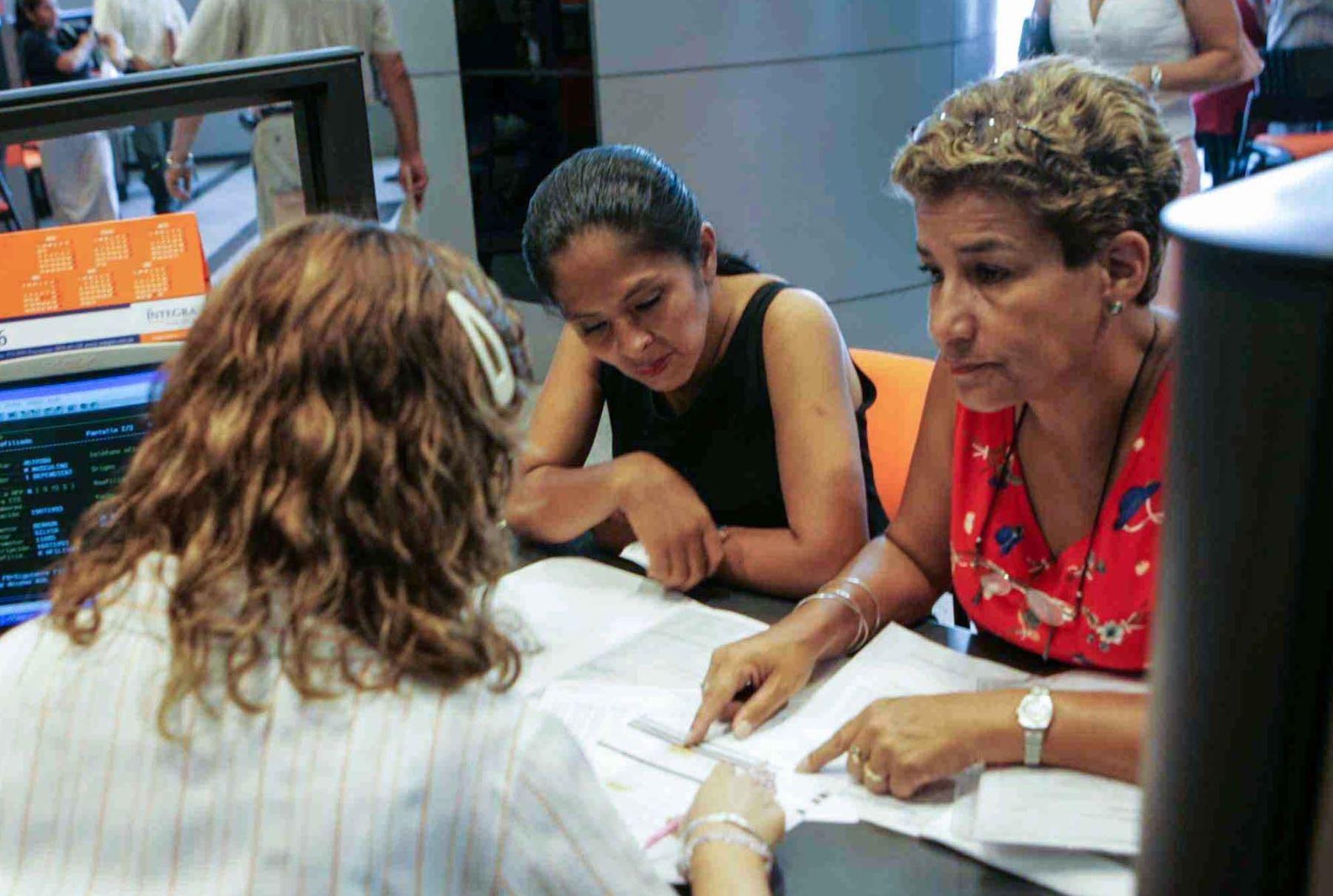 Afiliados a las AFP. ANDINA/Carlos Lezama