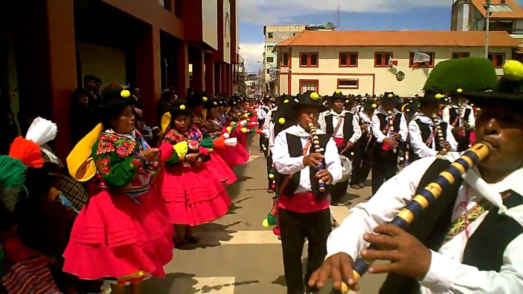 El Ministerio de Cultura declaró como Patrimonio Cultural de la Nación a la música y danza Los Chacareros, Lawa K'umus o Chacareros-Lawa K'umus que se practica en el distrito de Ácora y algunos pueblos del distrito de Platería, en la provincia y región Puno.