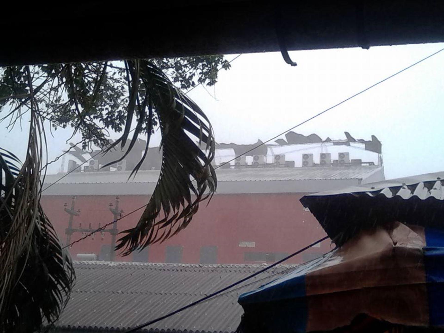 Fuertes vientos provocaron daños considerables a la ciudad de Pucallpa. Foto: Facebook Batidas Policiales