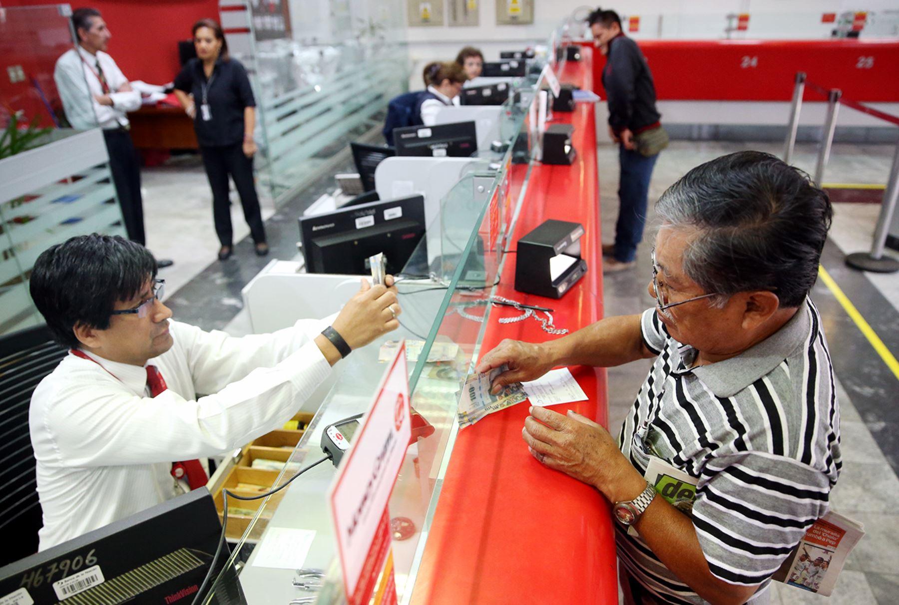 Fonavistas pueden cobrar devolución en el Banco de la Nación. ANDINA/Melina Mejía