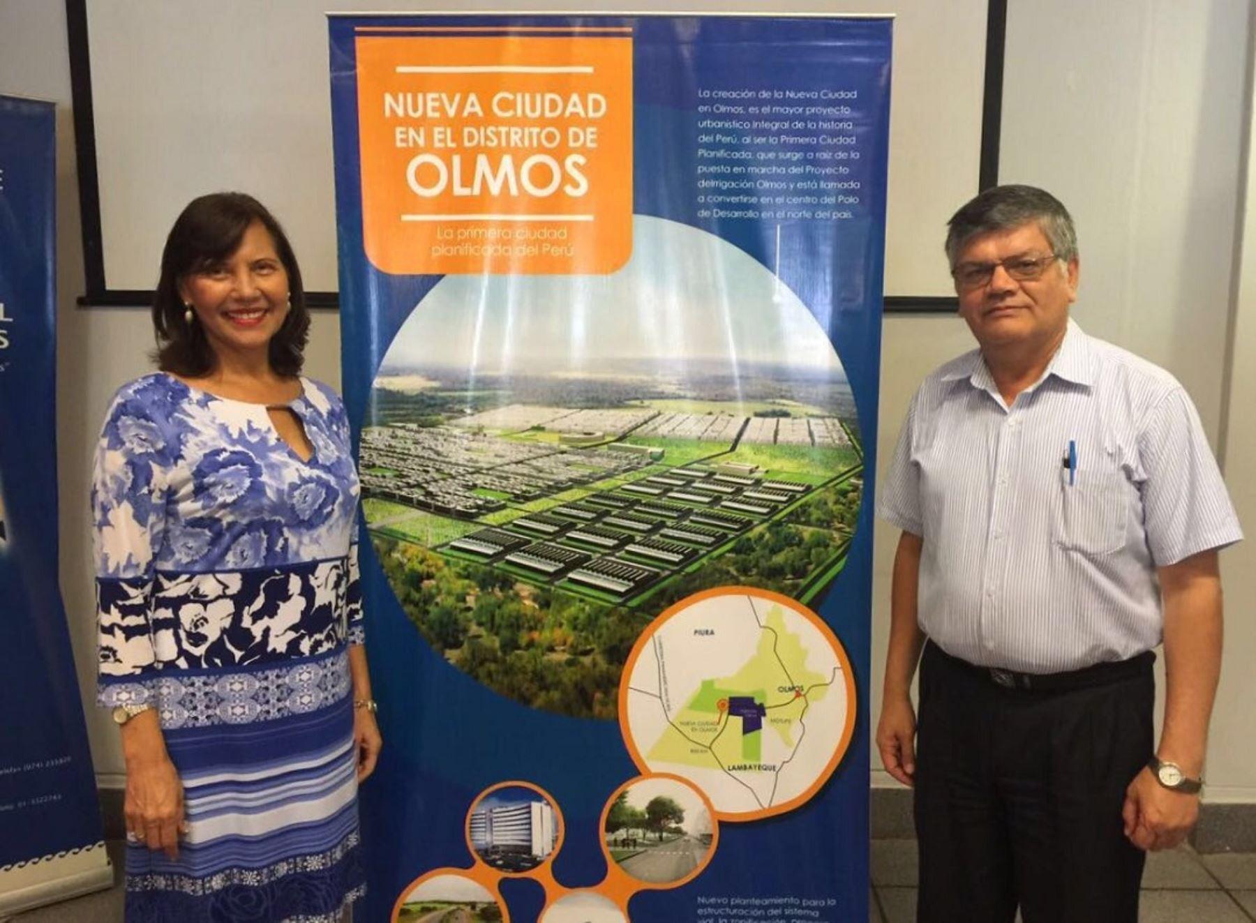 Presidenta ejecutiva de EsSalud, Virginia Baffigo, y gerente general del proyecto Olmos, Juan Saavedra.