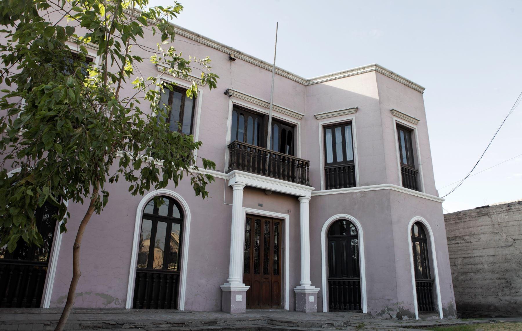Casa donde nació el escritor Mario Vargas Llosa forma parte de la ruta cultural implementada en Arequipa. ANDINA/archivo