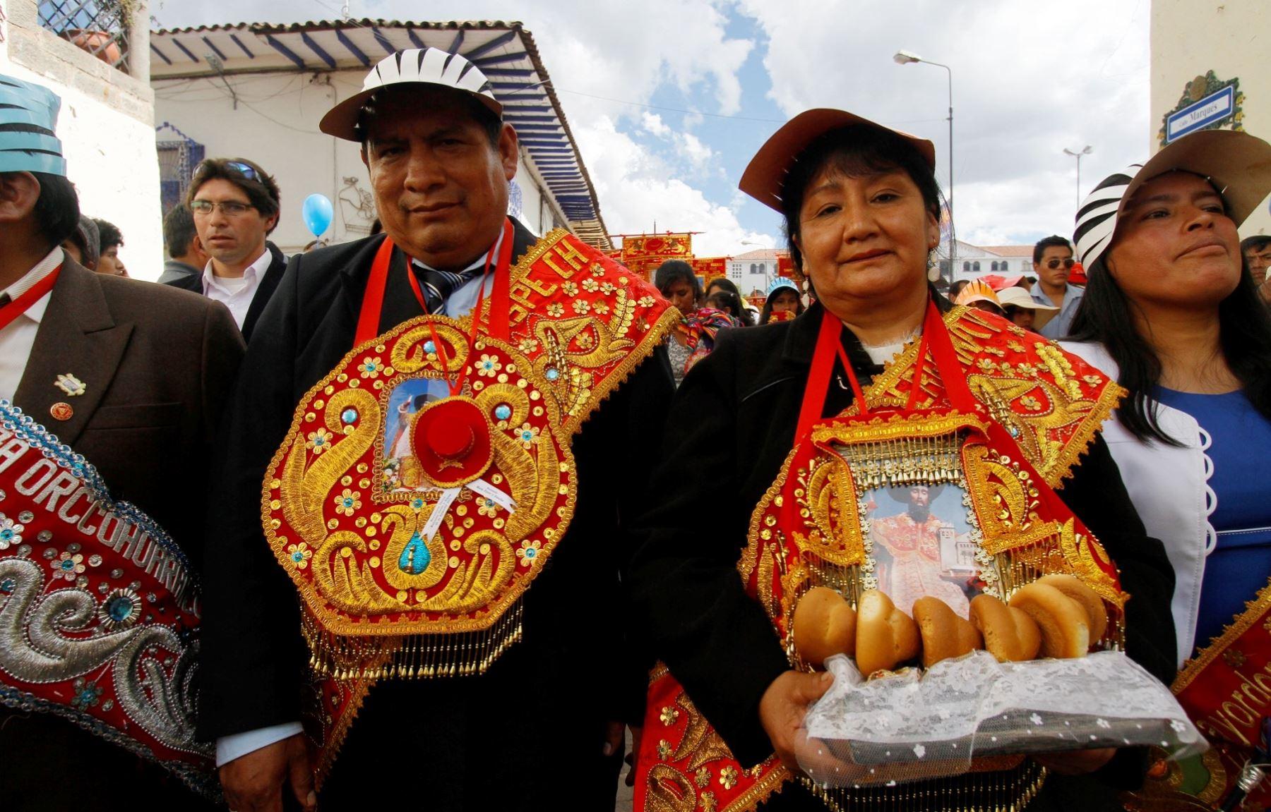 Esposos Narciso Quispe Chacón (47) e Irene Valderrama Vallenas (45), quienes renovaron su fe al Corpus Christi. ANDINA/Percy Hurtado