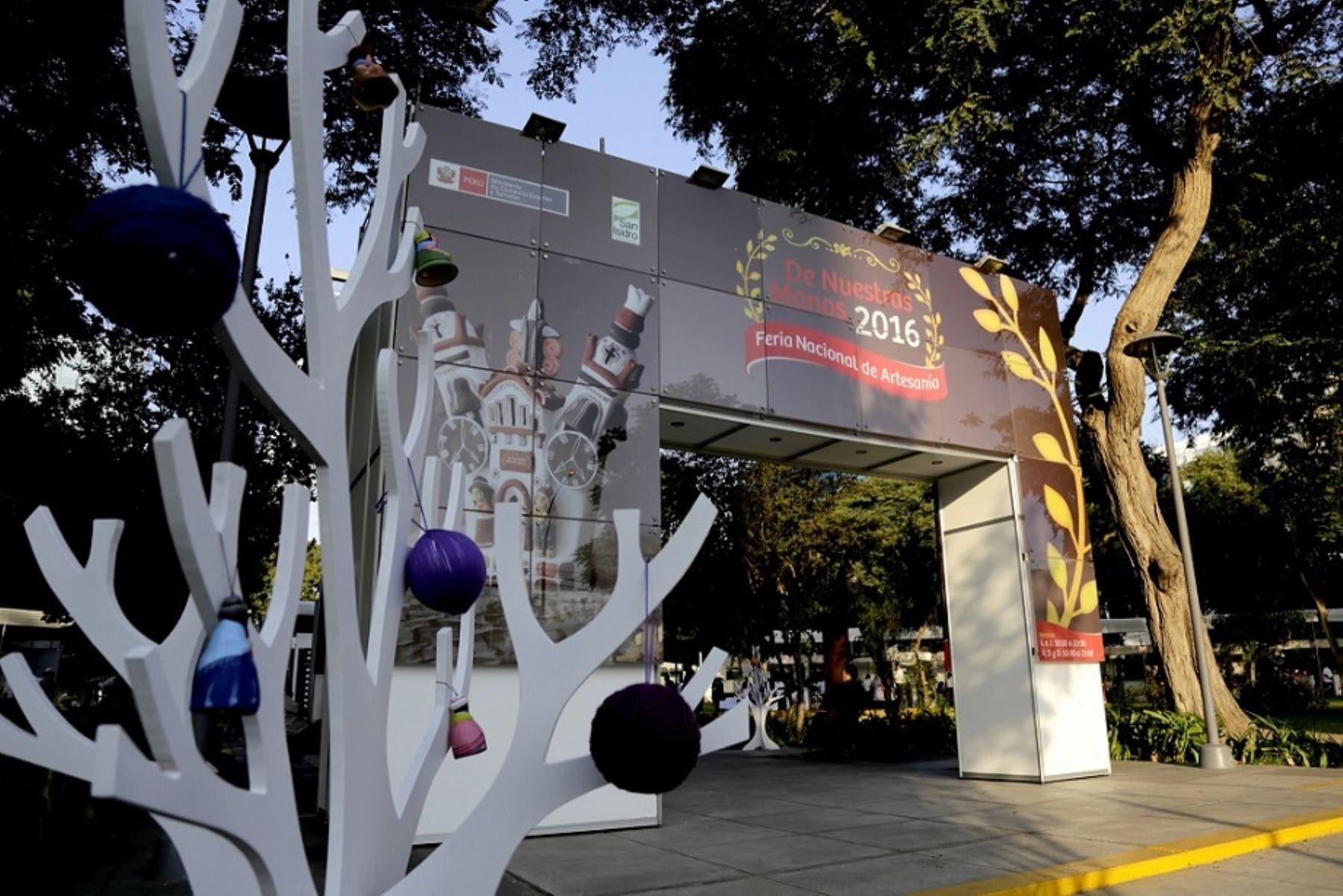 Artesanos vendieron por S/. 875 mil en la feria De Nuestras Manos de Mincetur.