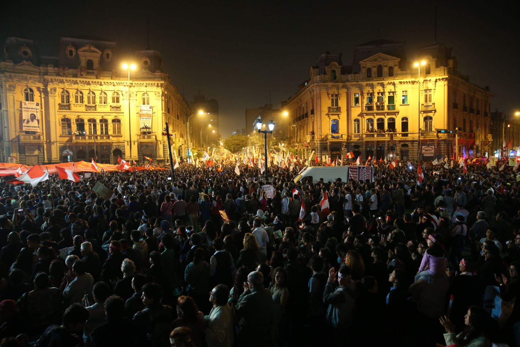 Concurrida marcha de ciudadanos contrarios a la candidatura presidencial de Keiko Fujimori, recorrieron el centro de Lima. Foto: Vidal Tarqui