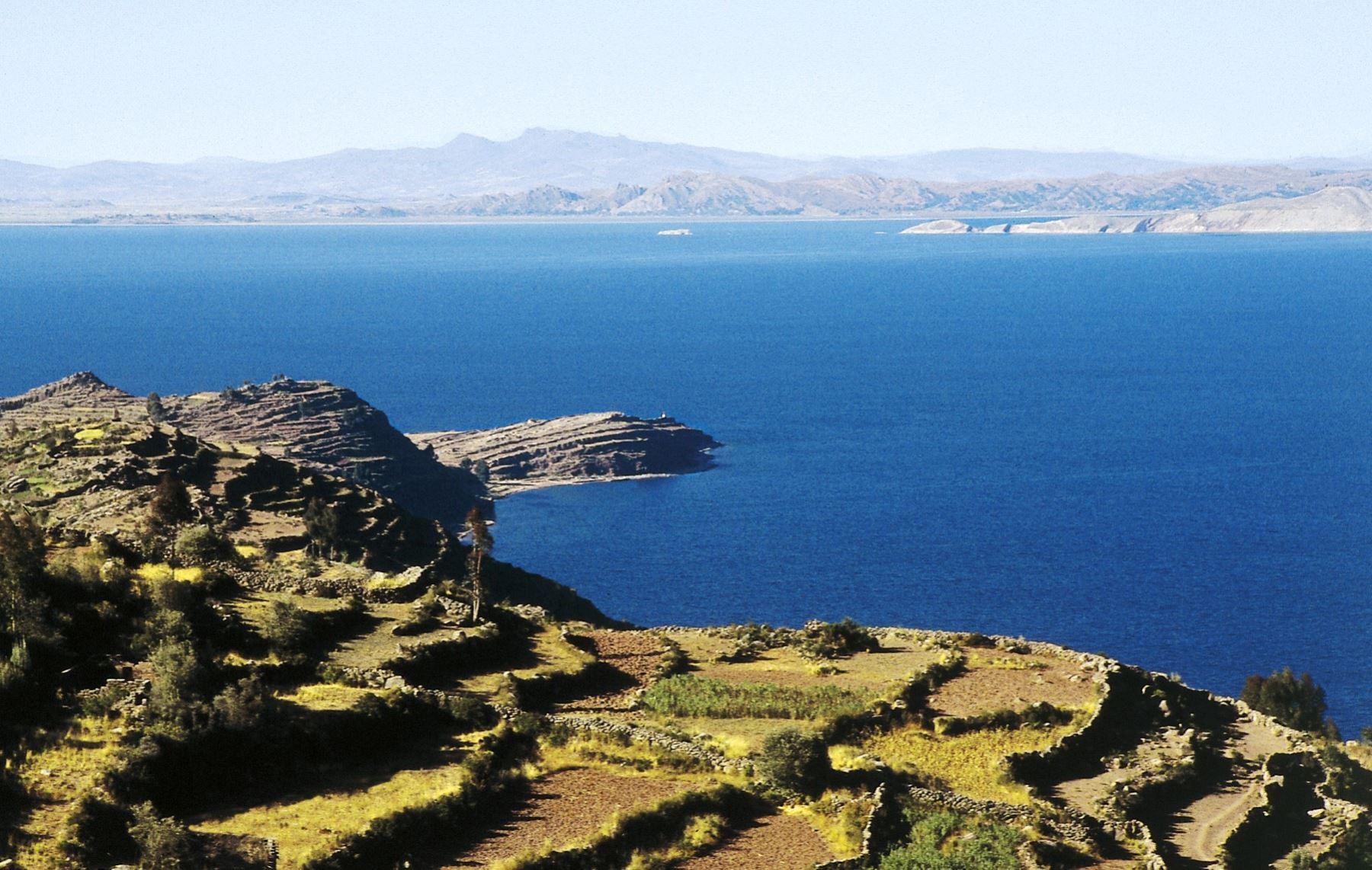 Una hermosa vista de la isla Taquile y como fondo el lago Titicaca, en Puno. ANDINA/archivo