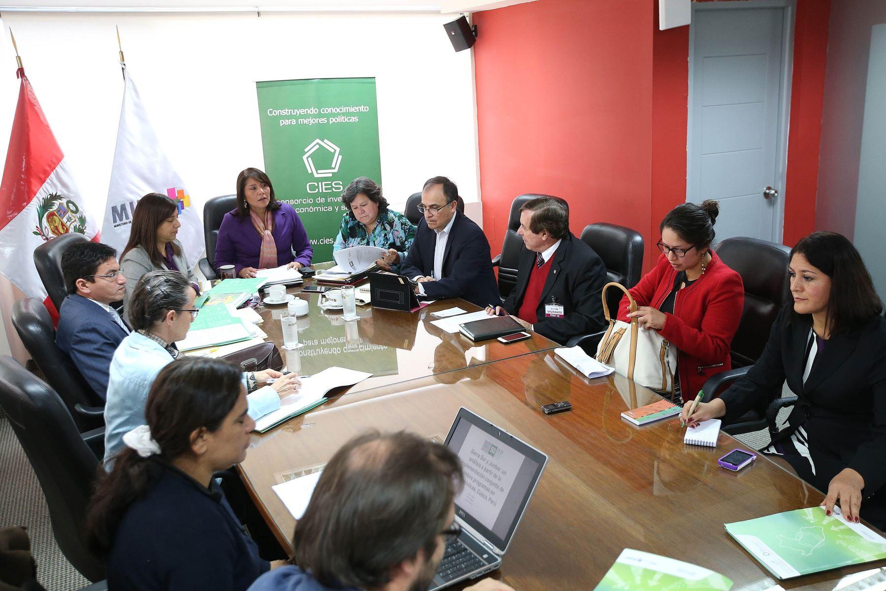 Investigadores del CIES destacan trabajo técnico del Ministerio de Desarrollo e Inclusión Social (Midis).