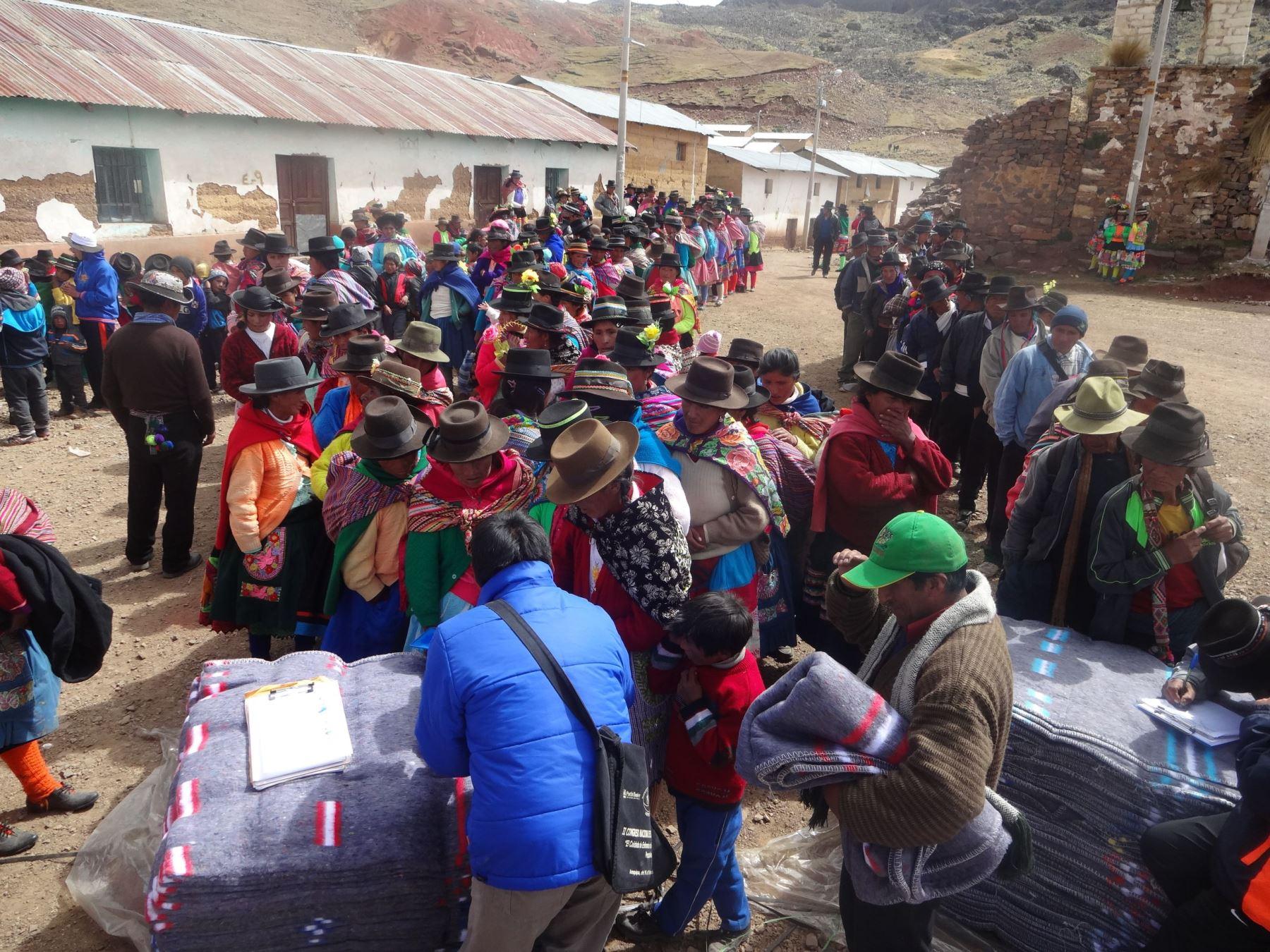 Subprefectos de Huancavelica y Cusco entregarán 60,000 kits de ...