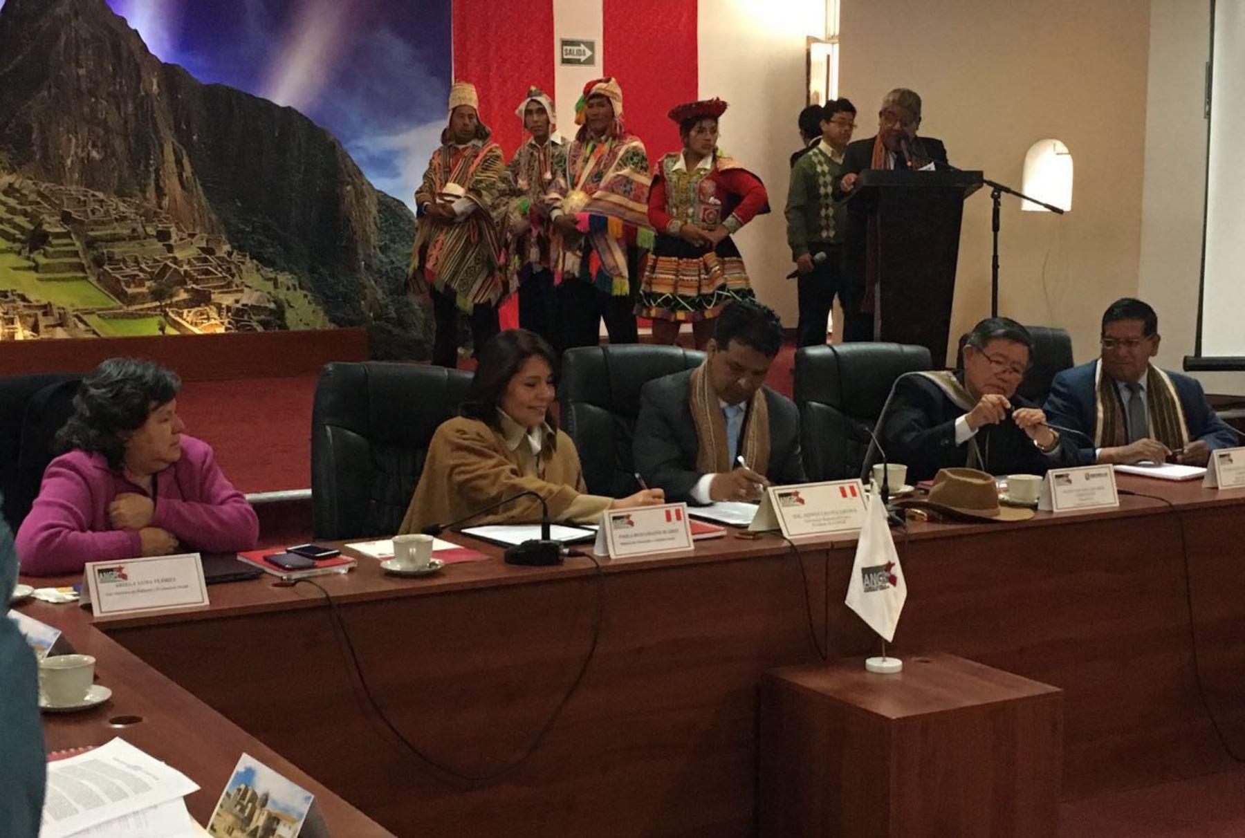 El referido documento fue suscrito por la titular del Midis, Paola Bustamante, y el presidente de la ANGR ,Edwin Licona, en la ciudad del Cusco.