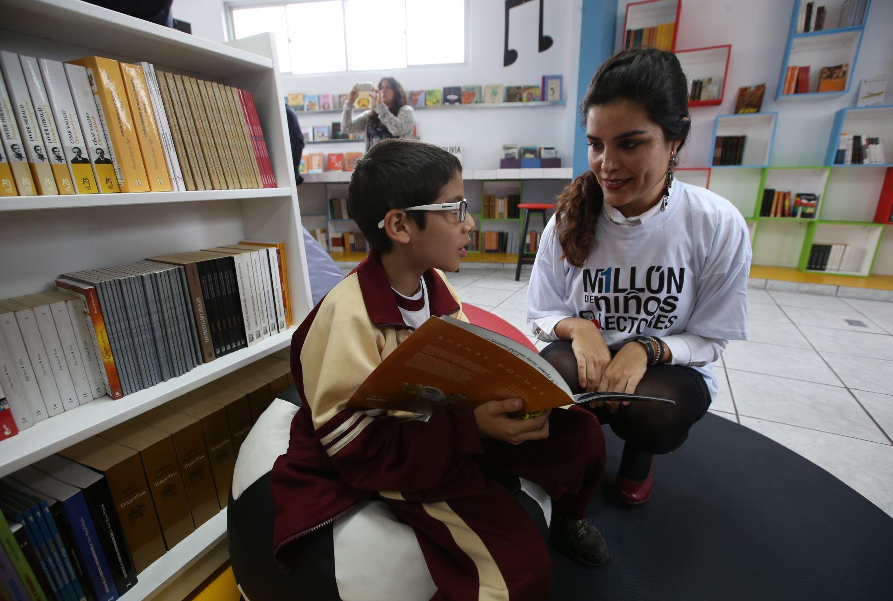 Primera red de bibliotecas escolares busca que la lectura sea una actividad placentera para los alumnos. ANDINA/Juan Carlos Guzmán