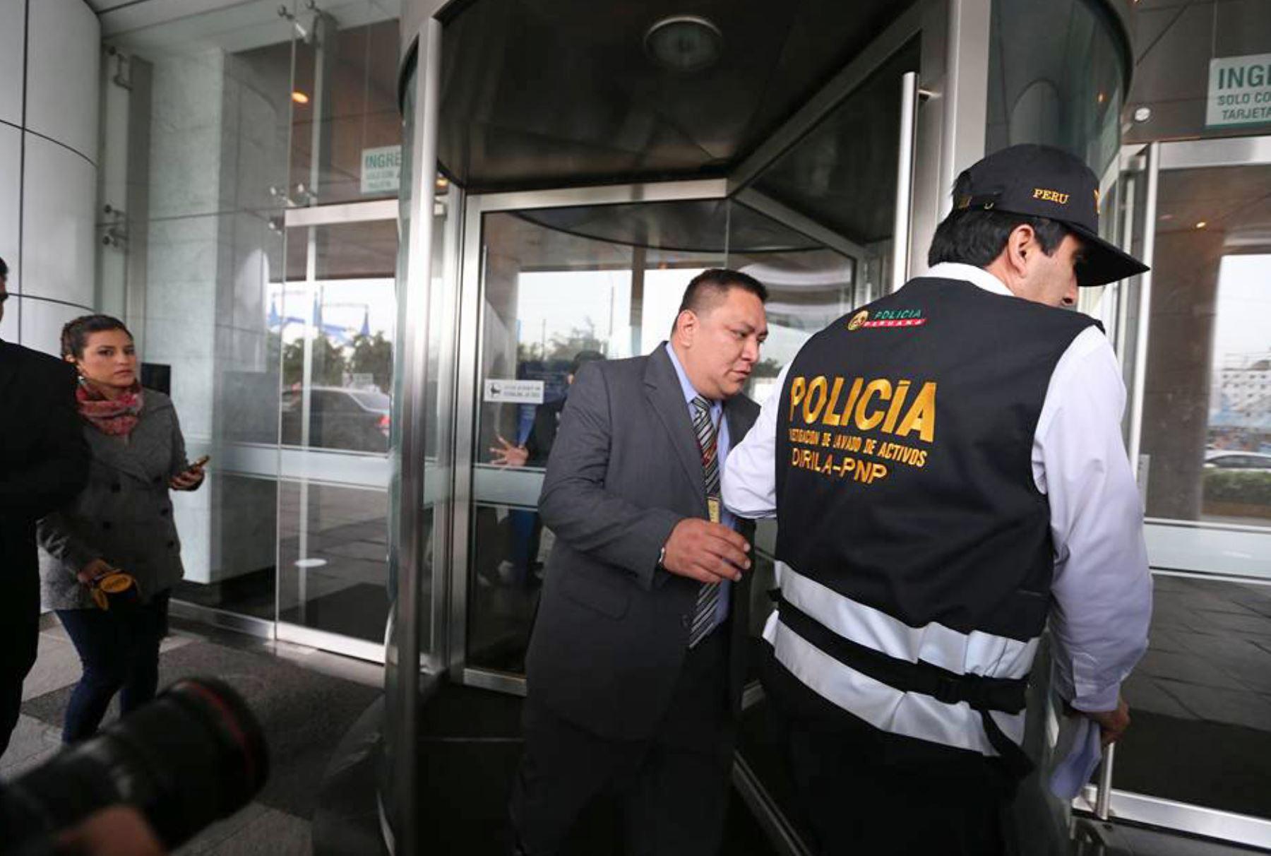 Personal de la Policía y del Ministerio Público intervino inmuebles de la suegra de Alejandro Toledo. Foto: ANDINA/Vidal Tarqui.