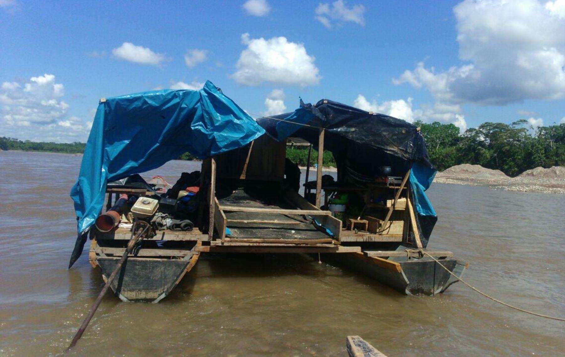 Poder Judicial dicta prisión preventiva contra mineros ilegales que operaban en ríos de Ucayali y Huánuco.
