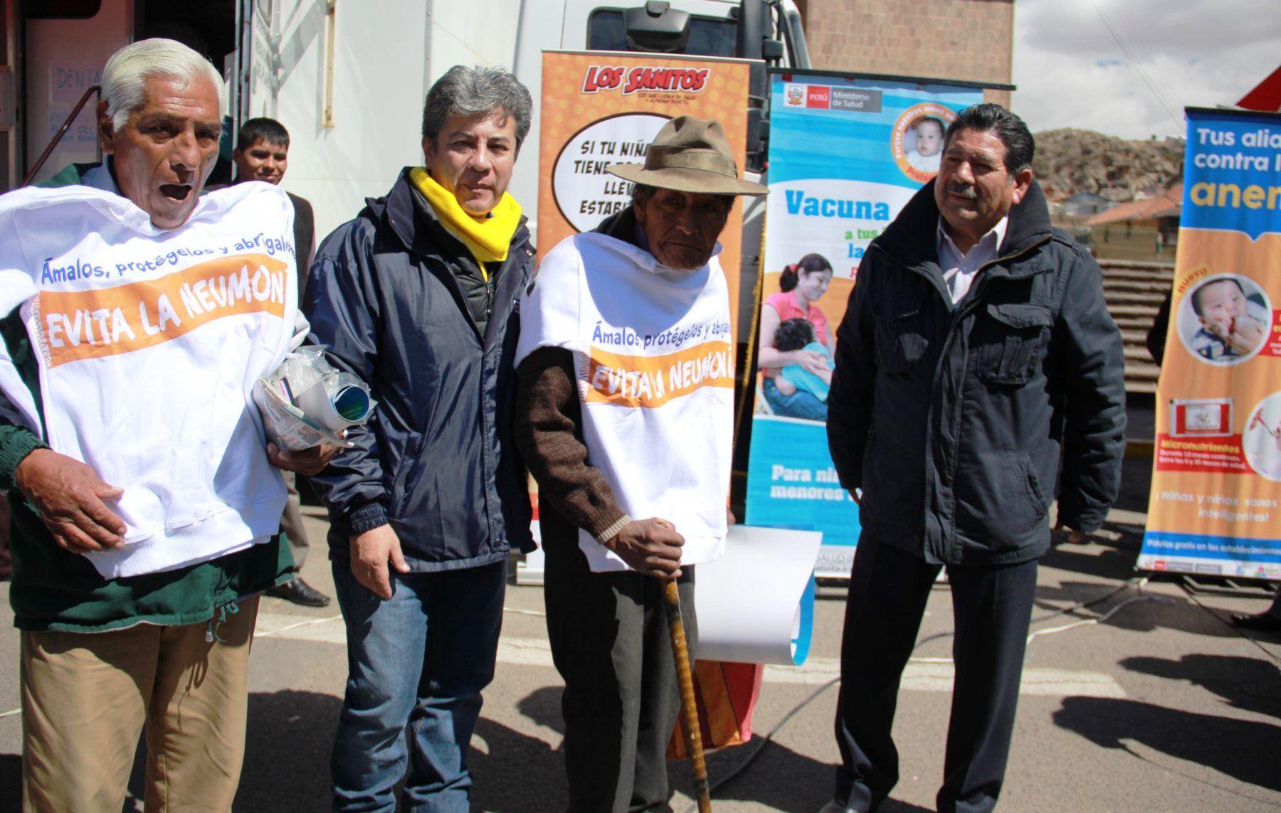 Viceministro de Salud, Percy Minaya, supervisó atención que brindan las clínicas móviles en Puno. ANDINA