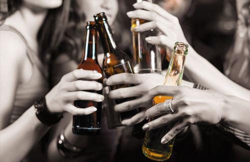 Aumenta consumo de alcohol y tabaco entre mujeres peruanas. Foto: INTERNET/Medios