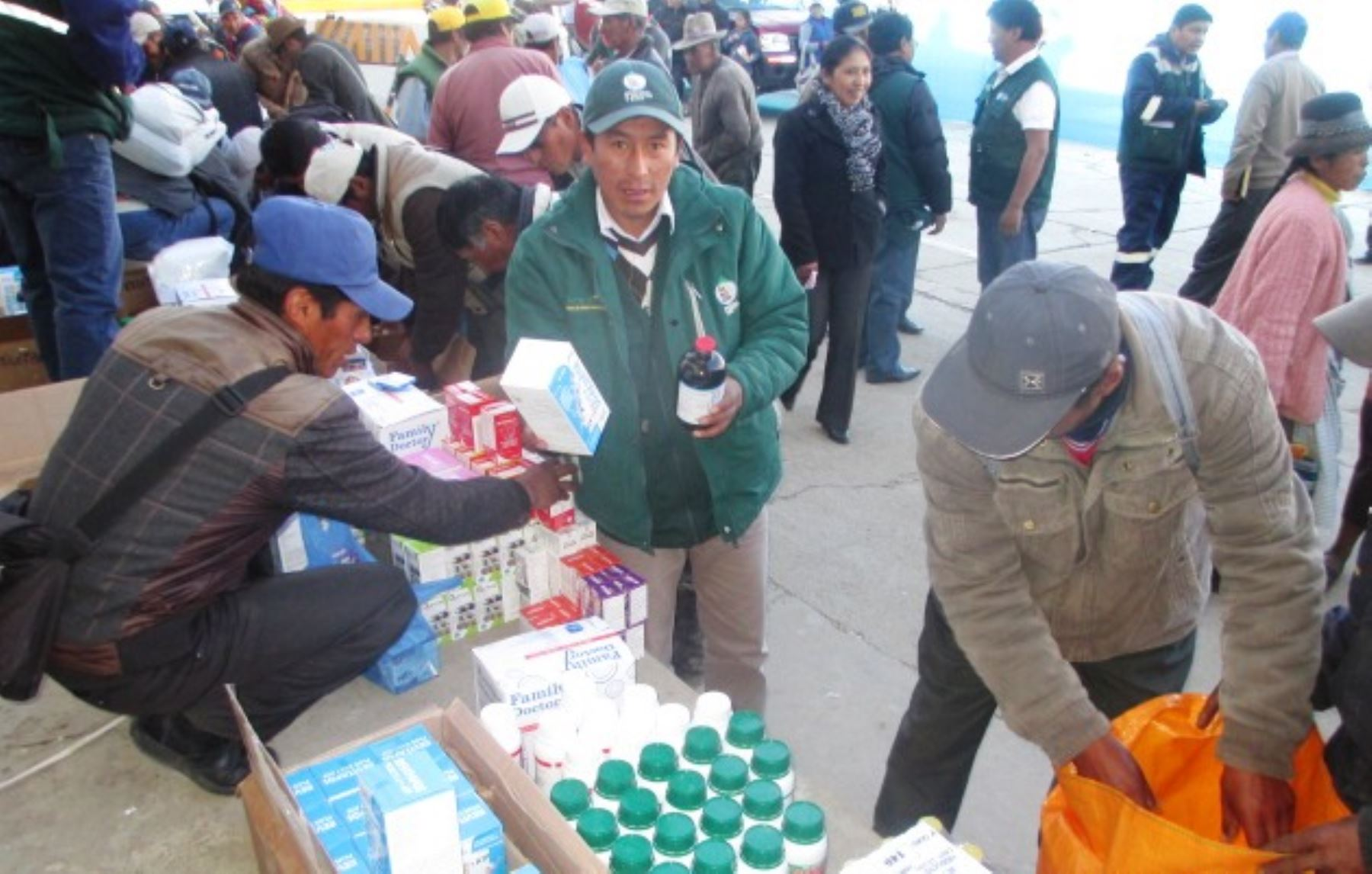 Ganaderos de Junín reciben kits veterinarios para enfrentar heladas. ANDINA
