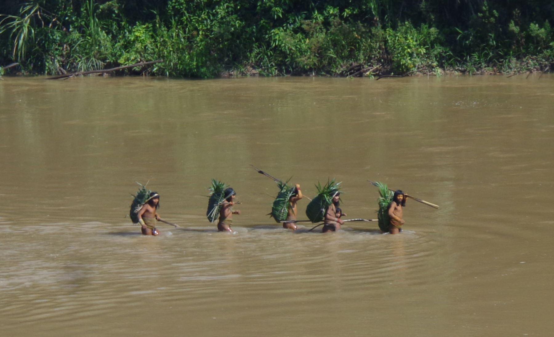 Crean las tres primeras reservas indígenas en el Perú.
