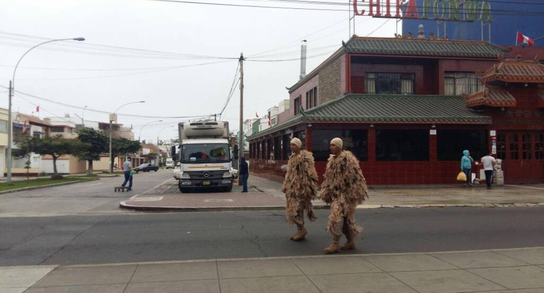 Miembros del Ejército con su indumentaria especial de guerra. Foto: Sofía Pichihua.