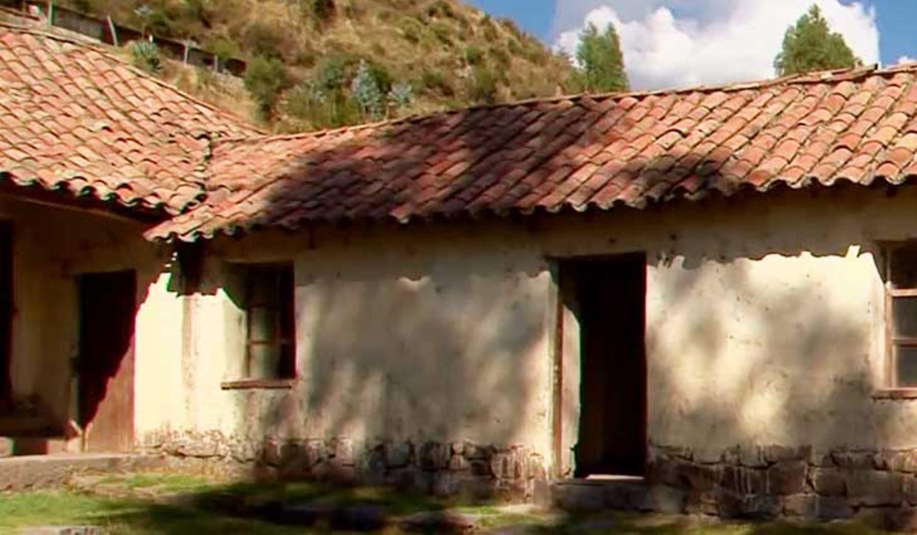 El Ministerio de Cultura declaró como monumento integrante del Patrimonio Cultural de la Nación, la Casa de José Gabriel Condorcanqui Noguera, Túpac Amaru II, ubicada en el centro poblado de Surimana, distrito de Túpac Amaru, provincia de Canas, departamento de Cusco.