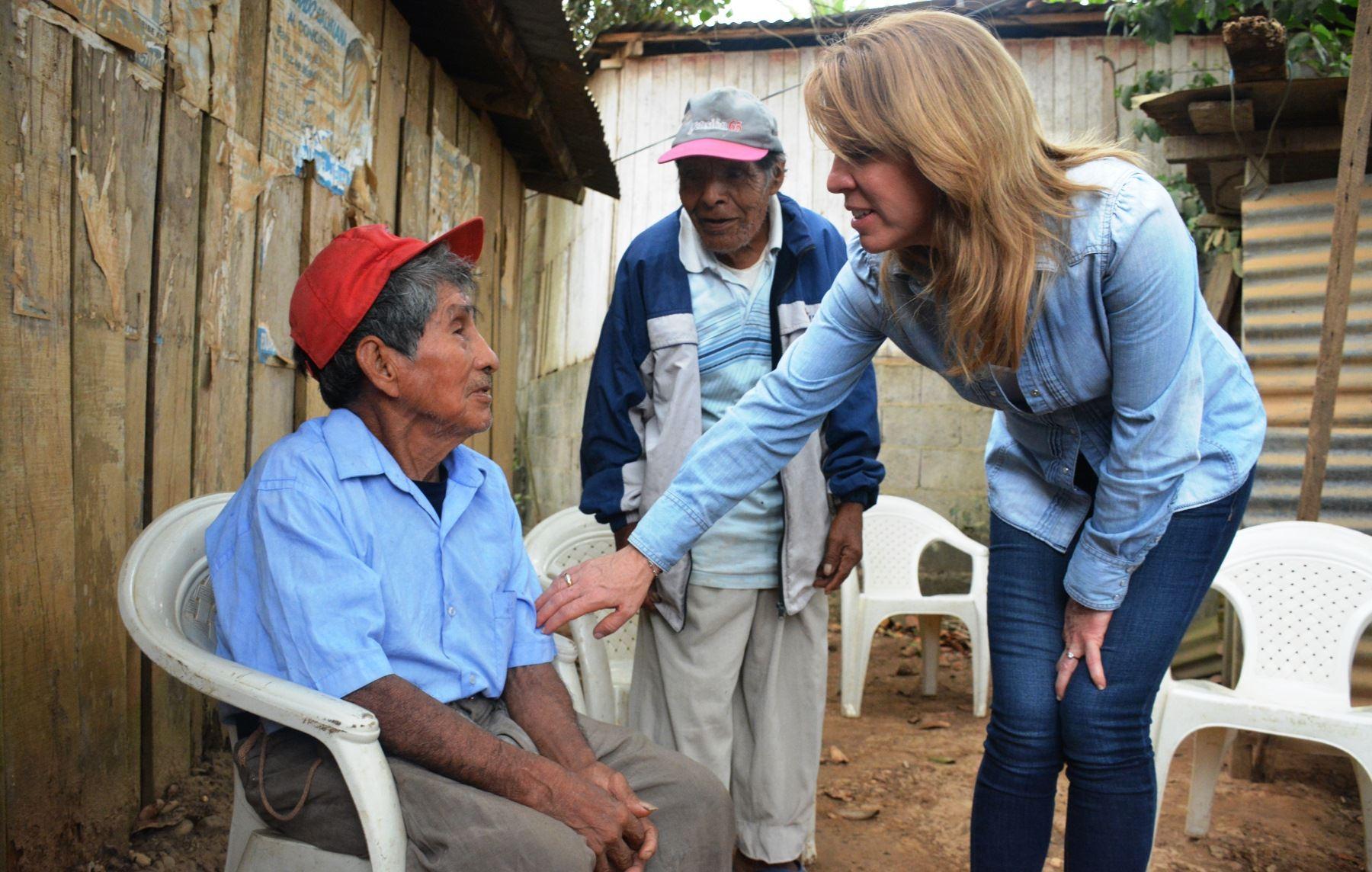 Ministra del Midis, Cayetana Aljovín, se entrevistó con usuarios de Pensión 65 en Madre de Dios.