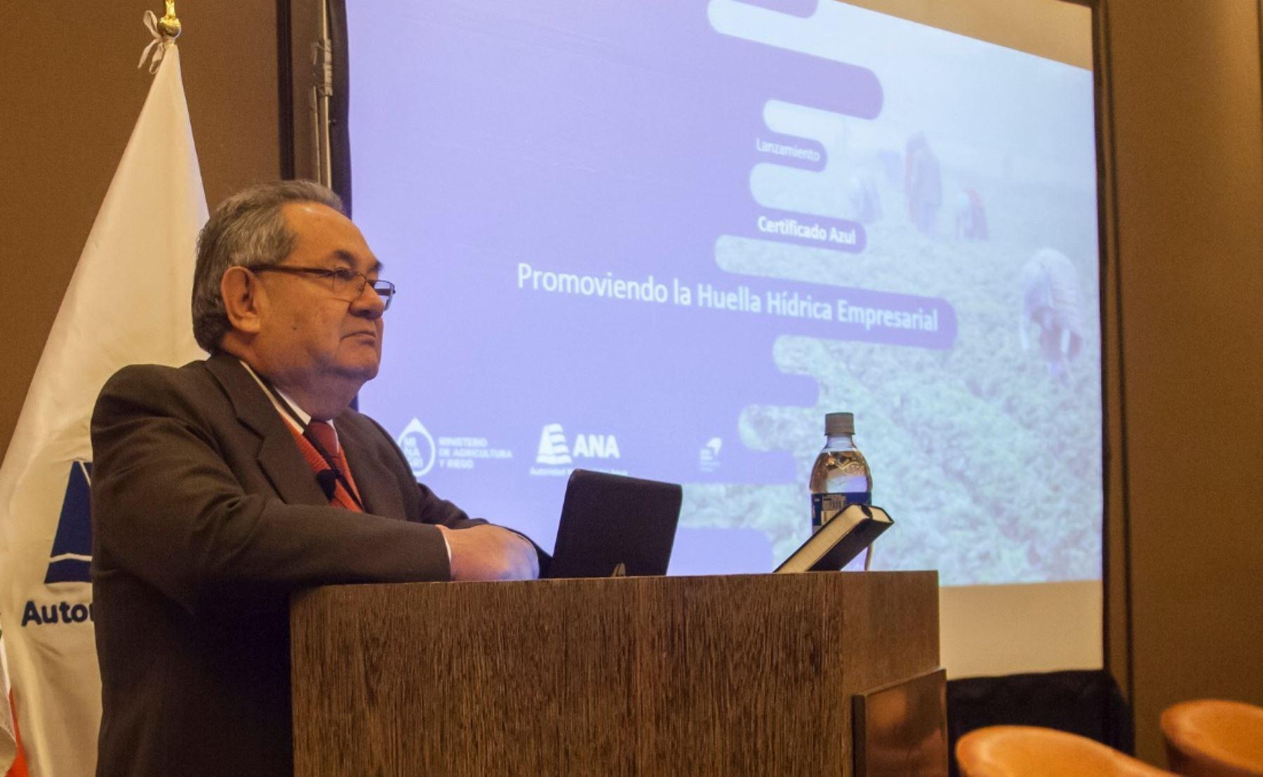 Jefe de la Autoridad Nacional del Agua (ANA), Abelardo De La Torre, explica detalles del Certificado Azul que otorgará dicha institución para promover medición de huella hídrica en el país.