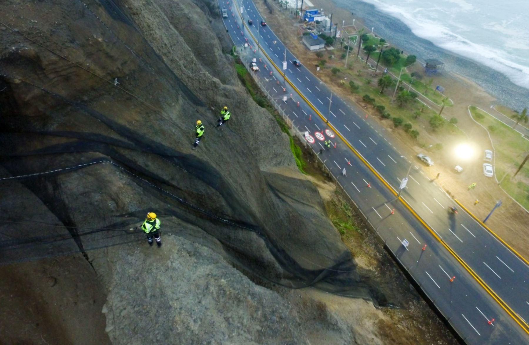Municipio de Lima instala 450,000 m2 más de geomallas en acantilados de la Costa Verde. Foto: ANDINA/Difusión.