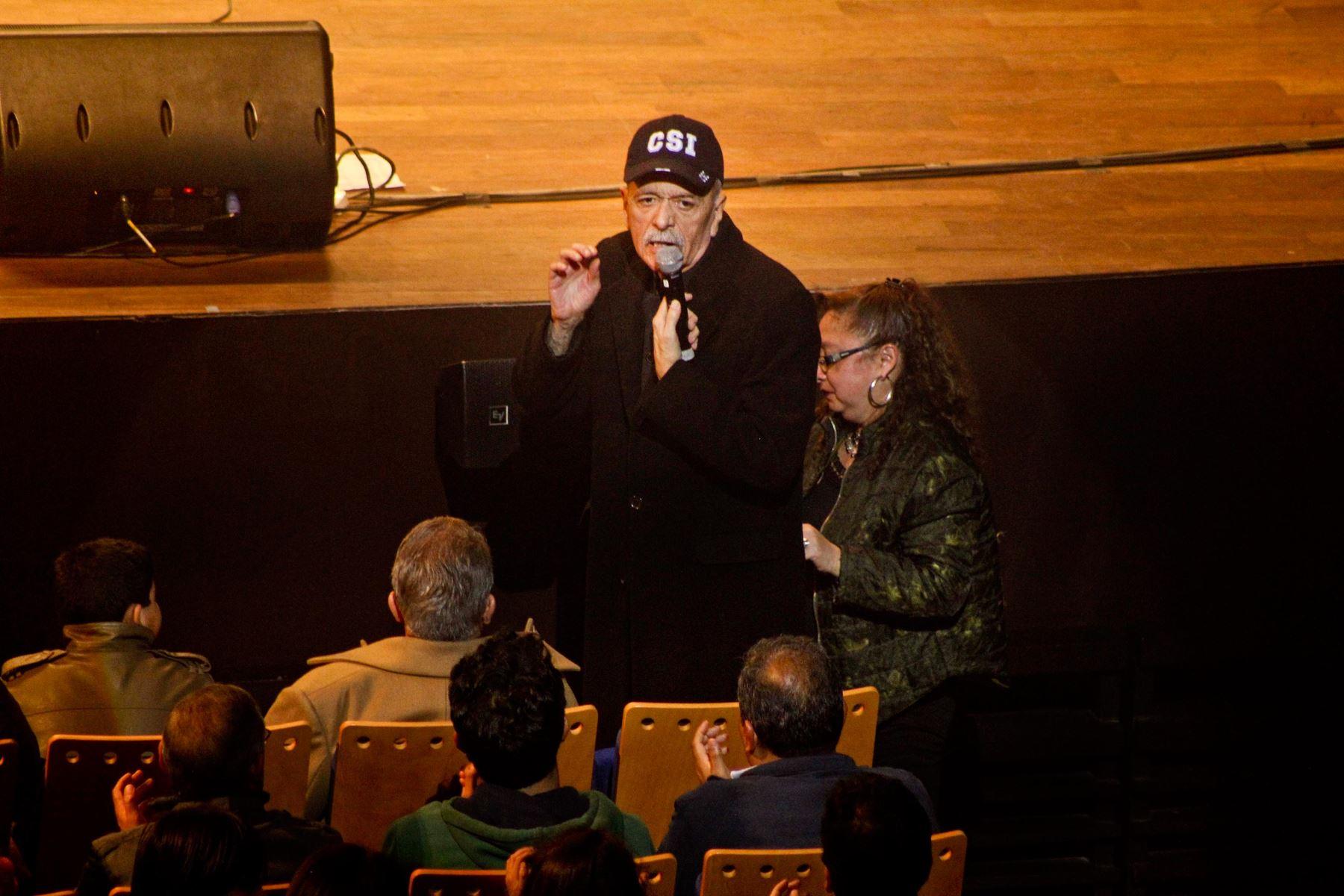 Gerardo Manuel el día que acudió como invitado a una celebración a The Beatles. Foto: cortesía.