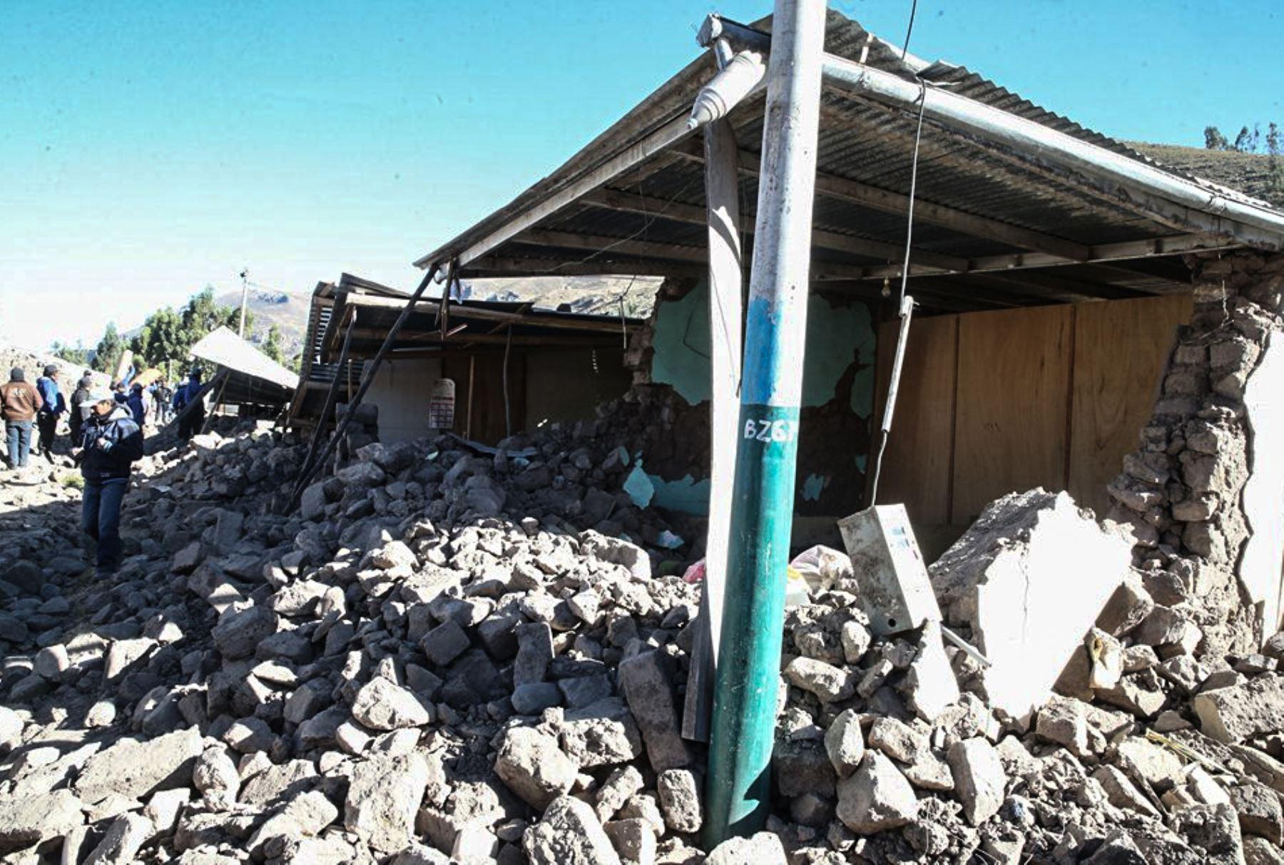 Gobierno reconstruirá 2,694 casas afectadas por el sismo en Caylloma. ANDINA/Vidal Tarqui