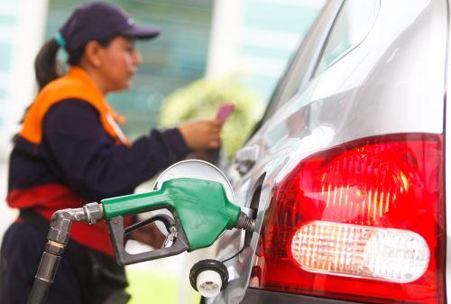 El precio creciente de los combustibles es una preocupación en América Latina (imagen referencial). Foto: ANDINA/ Juan Carlos Guzman