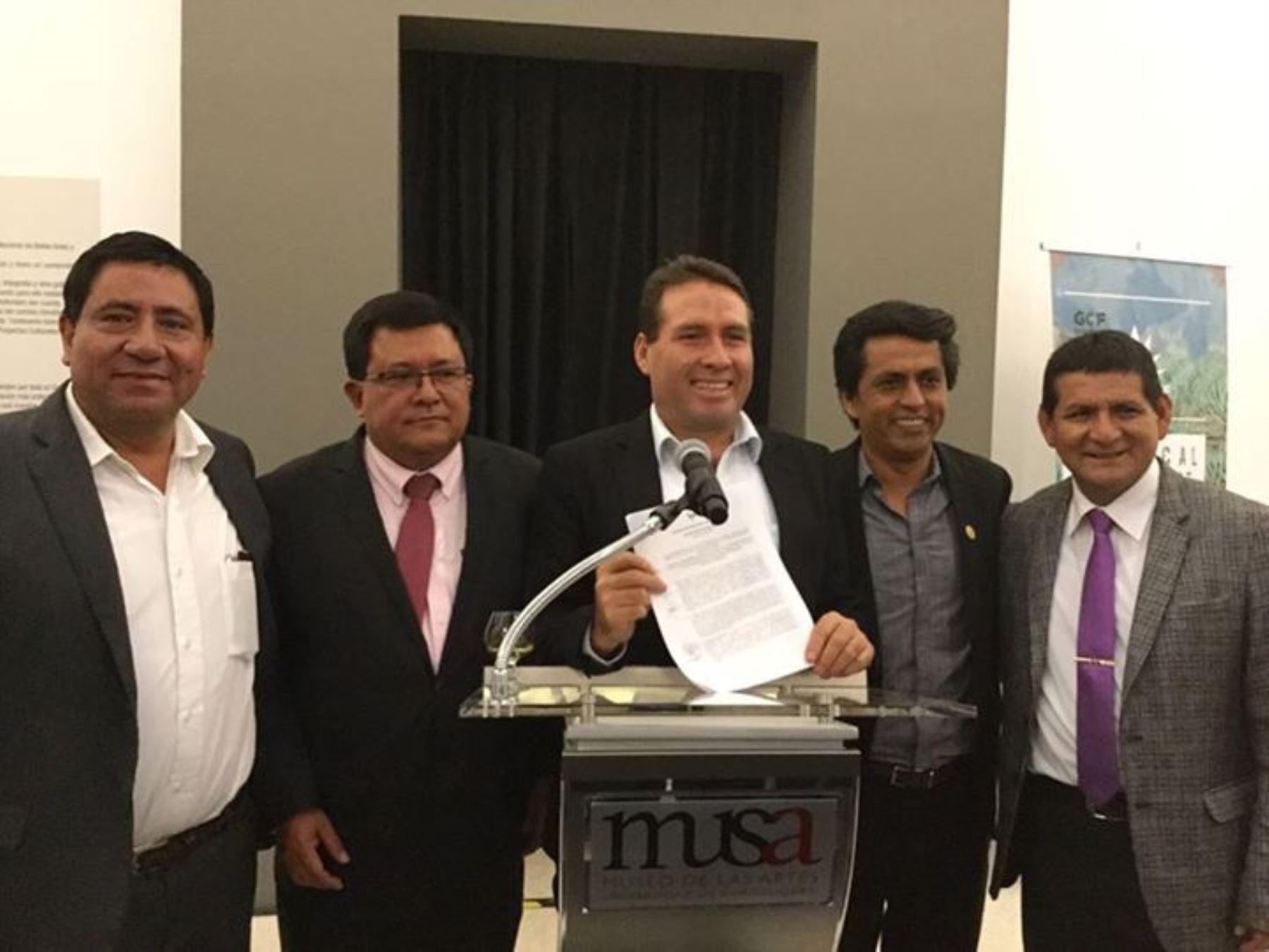 Gobernadores regionales amazónicos firmaron Declaración de Guadalajara y se comprometen a reducir deforestación.