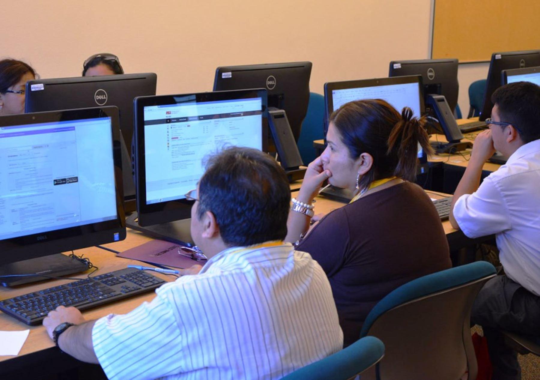 Docentes pueden recibir los cursos en el horario que se acomode a sus necesidades. Foto: ANDINA/Difusión
