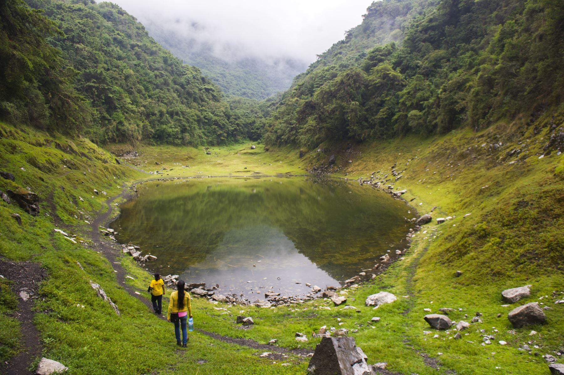 Laguna de Angascocha, en el Santuario Nacional de Ampay, ubicado en la región Apurímac, que reabrió sus puertas al turismo como parte de la reactivación económica del país tras cumplir con la implementación del protocolo sanitario para evitar el contagio y la propagación del covid-19. ANDINA/Difusión