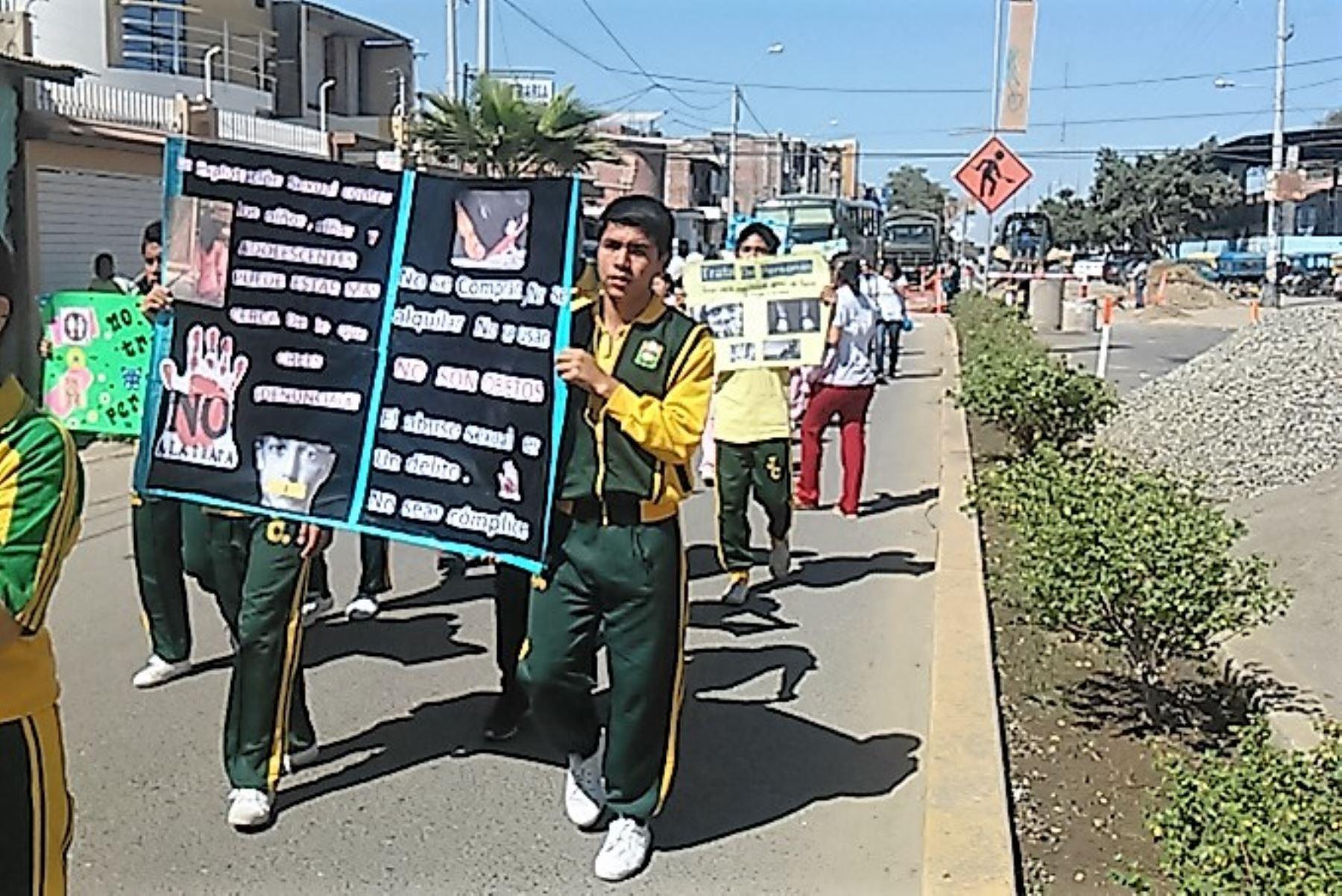 Fiscales escolares de Sullana marchan por la paz y contra trata de personas. ANDINA