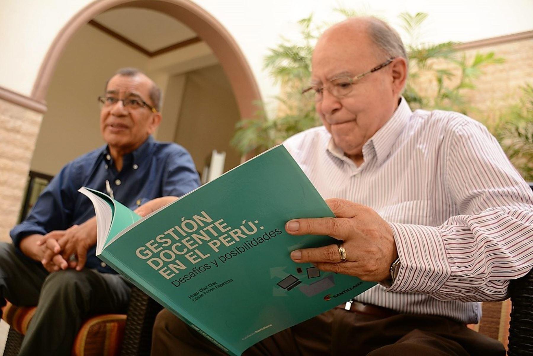 Especialistas en Educación Hugo Díaz y César Picón elaboraron libro sobre uso de herramientas digitales.