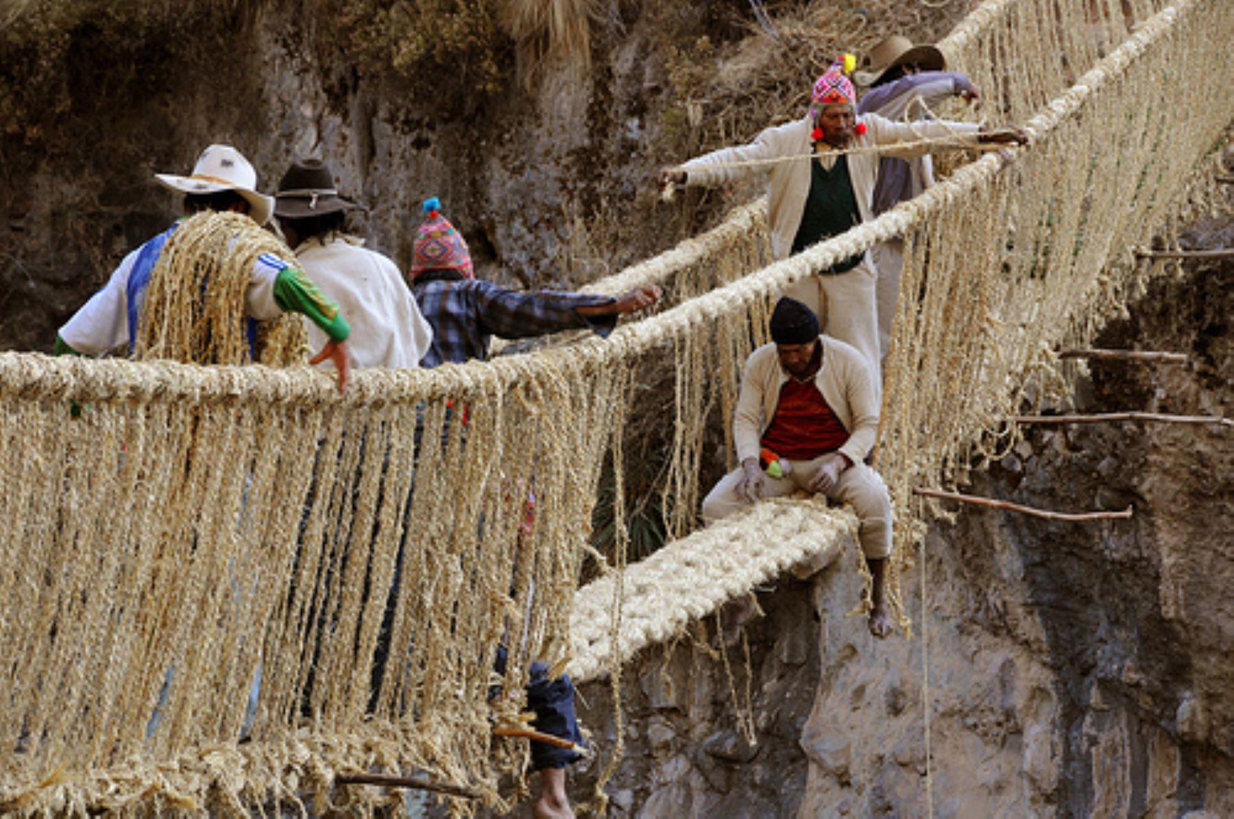 Reparación del puente Qeshuachaca, en Cusco.