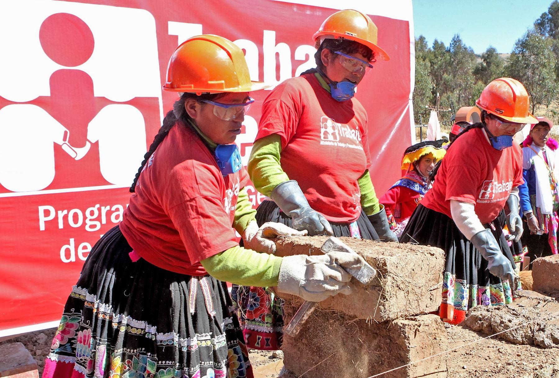 Ministerio de Trabajo invertirá más de S/ 26 mllns. en obras de infraestructura en 17 regiones del país.