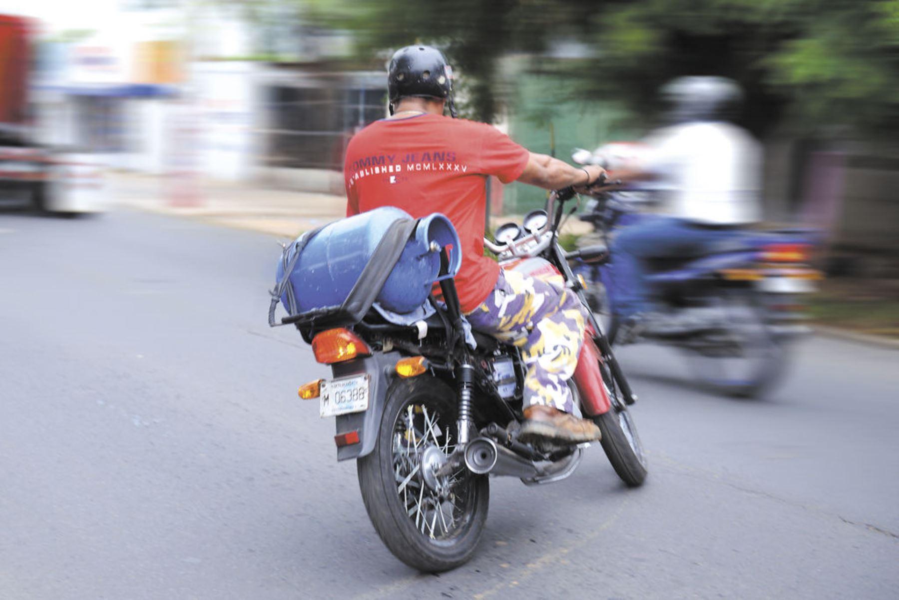 """Multan con S/ 316 a motociclistas informales de """"delivery"""