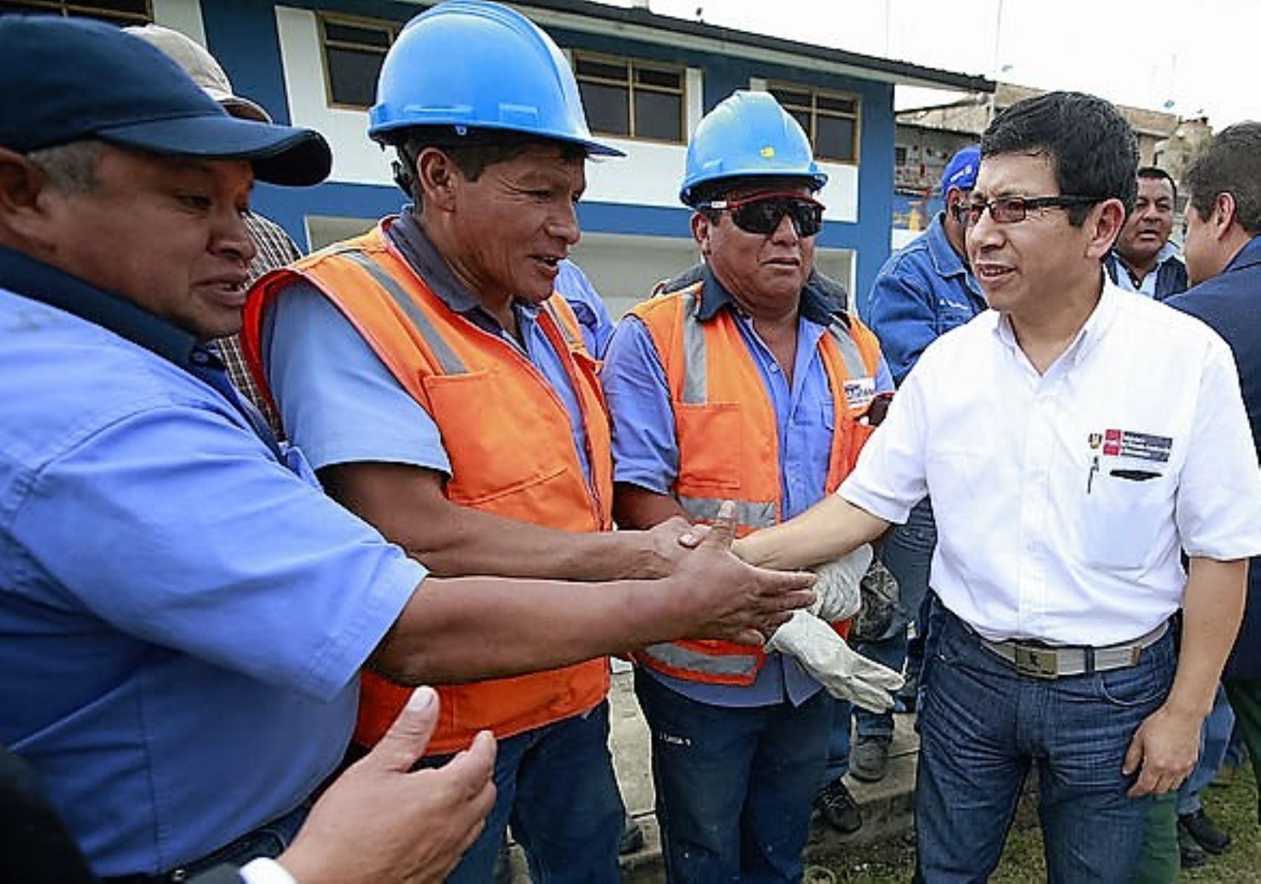 Ministro de Vivienda, Edmer Trujillo, anunció la reconstrucción de viviendas declaradas inhabitables en Caylloma a consecuencia del sismo de agosto.
