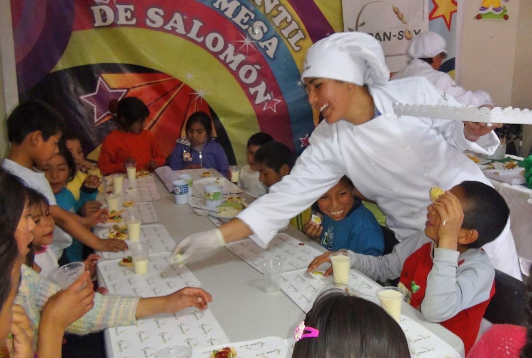 Entregan 13,000 raciones de complemento nutricional en siete regiones.